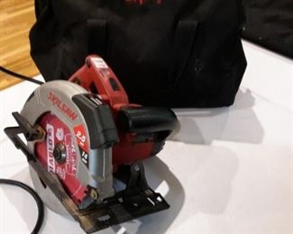 Skilsaw circular saw, with case.