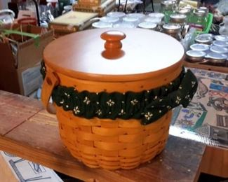 Longaberger basket with lid and liner.