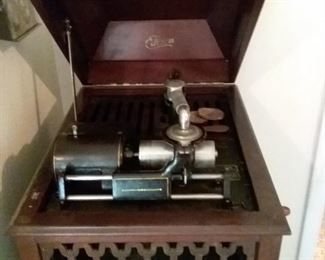 01 Edison Cylinder Phonograph and Cylinders