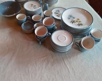08 Home Laughlin Color Harmony Dinnerware with 83 Pieces