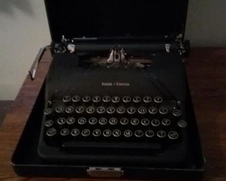 35 Vintage SmithCorona Typewriter with Case