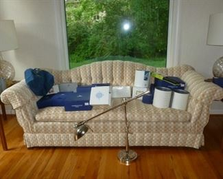 Nice sofa (down filled??)