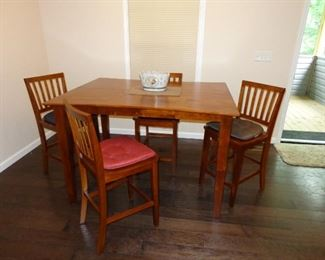 Dinning Table with leaf & 6 Chairs