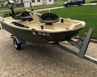Sun Dolphin Fishing Boat with Trailer