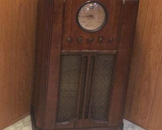 Vintage silvertone model 4486 radio