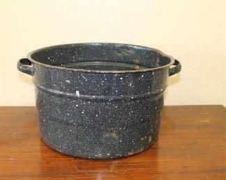Black enamel pot