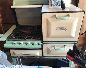 Vintage Prosperity gas stove. It works!