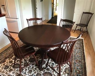 Clawfoot pedestal Kitchen / dining room table with 4 leaves and 6 chairs