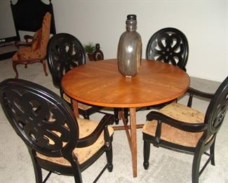 Round breakfast table and 4 chairs