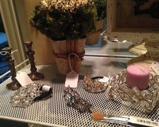 Other vanity accessories
