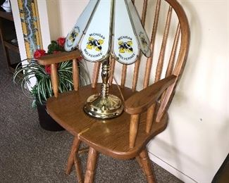 MICHIGAN WOLVERINES GLASS TABLE LAMP