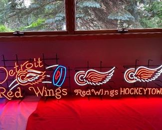 DETROIT RED WINGS NEON SIGNS