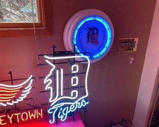DETROIT TIGERS NEON SIGNS