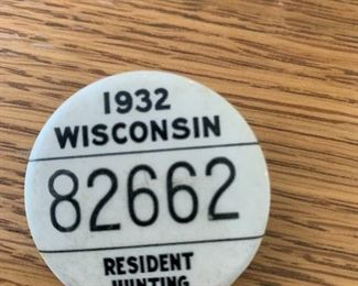 1932 WISCONSIN RESIDENT HUNTING LICENSE  PINBACK BUTTON BADGE