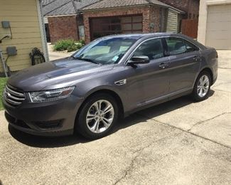 2014 Ford Taurus SEL with leather seats