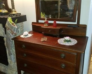 Antique 3-drawer dresser with mirror