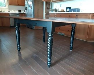 Fabulous extending table with spool legs