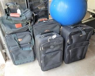 LUGGAGE COLLECTION ON WHEELS
