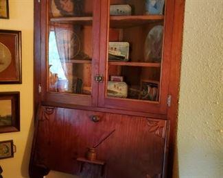 Gorgeous Corner Secretary/Writing Desk/hutch
