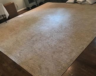Gorgeous area rug in neutral cool tones
