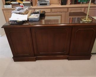 Beautiful wood desk.  One of the better ones I have had the pleasure of selling.