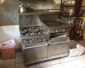 Commercial stainless steel  gas's range with broiler grill 4 burners and 2 ovens