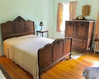 Antique Bed w/Tall Chest/Long Chest w/Mirror/Vanity