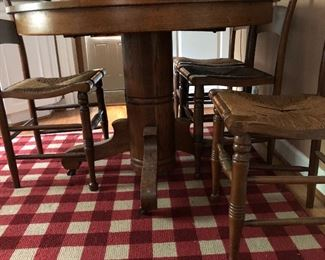 Round pedestal Kitchen table