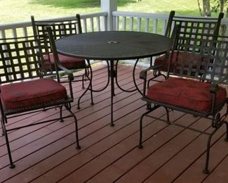 001 Metal Outdoor Table and 4 Chairs