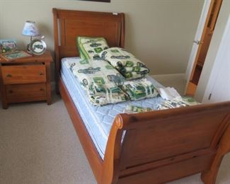 another sleigh bed (twin)