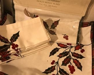 Noble Excellence runner, placemats and napkins set