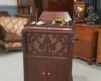 Brunswick Victrola in Mahogany cabinet with manual works