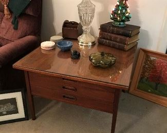 Jack Cartwright End Table/Lamp Table