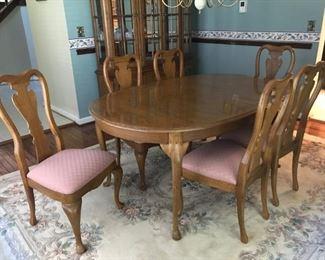 Thomasville Dining room Set, 8 x 10 Area Rug