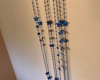 BEADS/STARS TO DECORATE A WALL OR OVER A DOORWAY