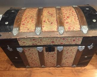 STRIKING STEAMER TRUNK