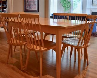 Maple kitchen table with 2 leaves and 10 chairs