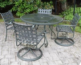 Brown Jordan patio table and 4 chairs