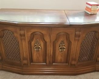 Zenith Console Radio sounds great!