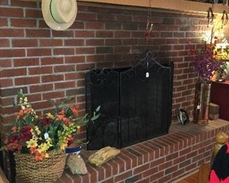 Fireplace screen and other Décor