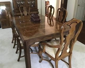 Drexel Heritage Burl Wood Dining Table with 6 Chairs, 3 Leaves, Table Pads.   Like New Condition!