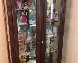 Curio cabinet, Royal Daulton ceramic ladies, LLadro