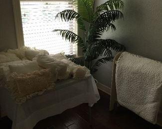 Pillows, Quilt rack