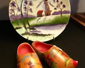 Vintage hand painted dutch plate.