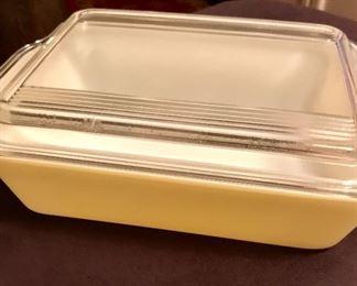 Pyrex refrigerator casserole dish