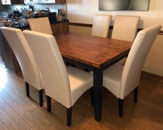 Gorgeous table and 6 chairs
