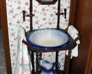 Pitcher & Bowl Wash Stand