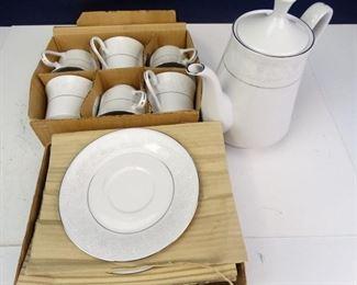 Crown Ming, Fine China Tea Set