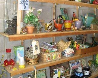 Assorted garden items