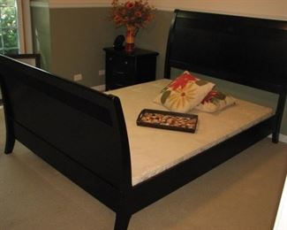King sleigh bed - black